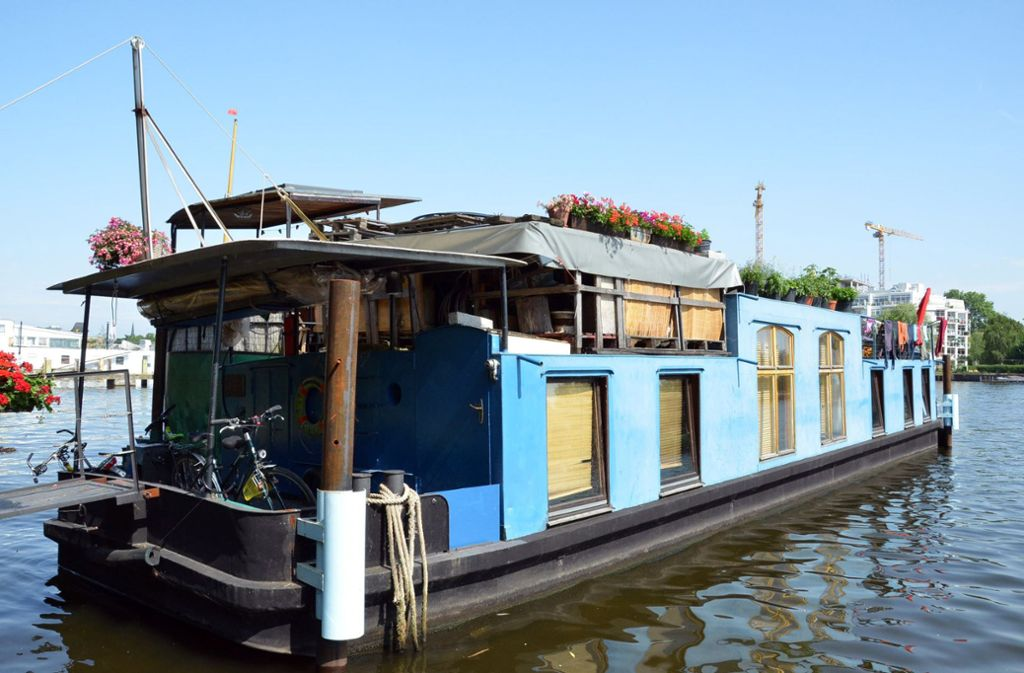 Mit einem Hausboot über die Mecklenburgische Seenplatte schippern – der Geheimtipp für Mecklenburg-Vorpommern. Foto: dpa
