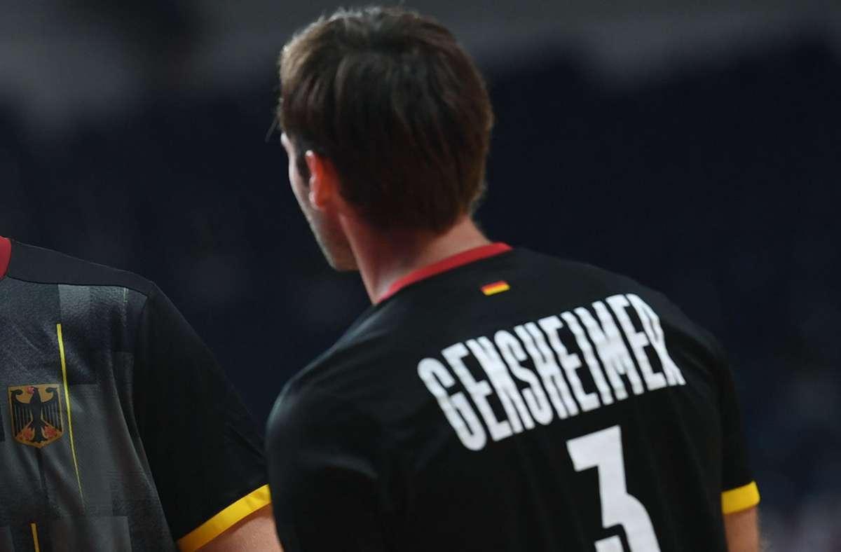 Kurzer Auftritt beim Spiel gegen Argentinien: Uwe Gensheimer wird mit einer Roten Karte vom Platz gestellt (Archivbild). Foto: dpa/Swen Pförtner