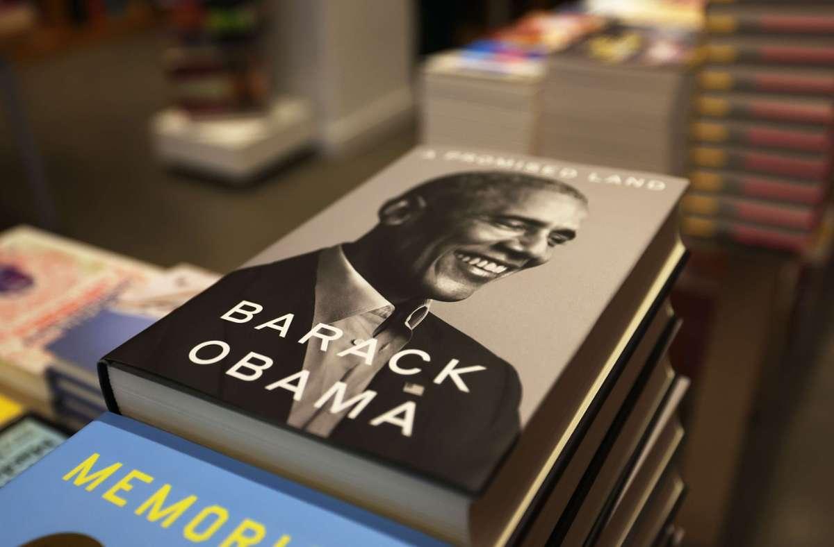 "Geht weg wie warme Semmeln: Barack Obamas Memoiren ""A Promised Land"" Foto: AFP/Michael M. Santiago"