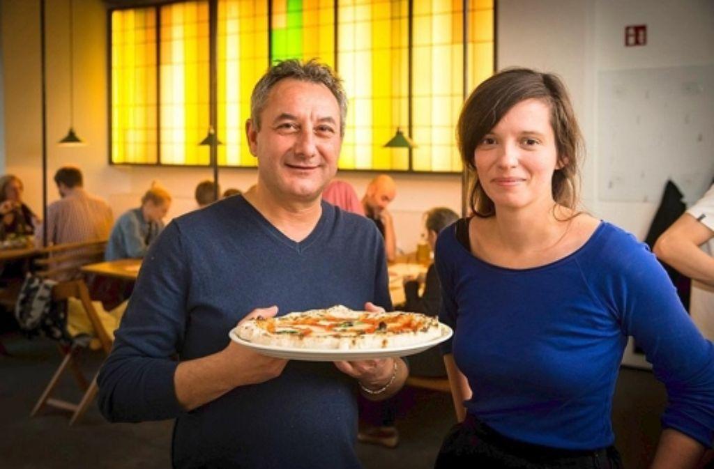 Pizza mit Charakter: Francesco Troiano und Martina Schneider. Foto: Lichtgut/Achim Zweygarth