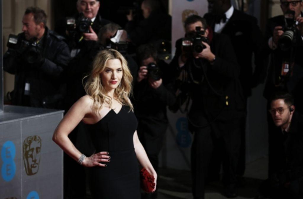 Vom kleinen Schwarzen bis hin zur purpurroten bodenlangen Robe: Bei den British Academy Film Awards zog so manche Robe mal wieder alle Blicke auf sich, wie etwa hier Kate Winslet (Bild). Klicken Sie sich durch unsere Bildergalerie. Foto: Getty Images
