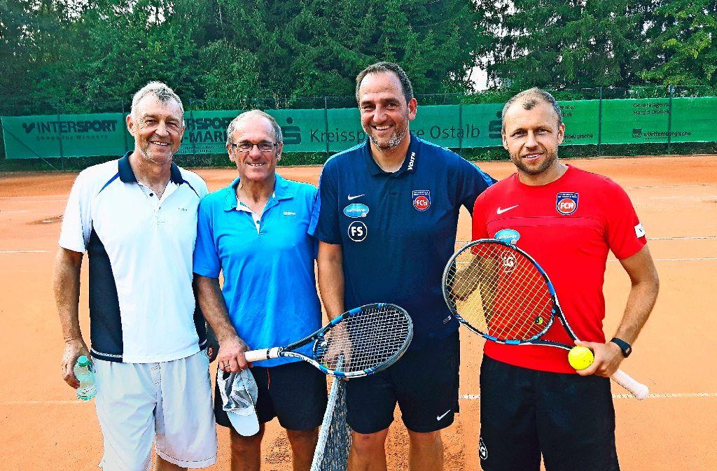 Fußballer auf dem Tennisplatz: Karl Allgöwer, Helmut Dietterle, Frank Schmidt, Christian Gmünder (von links) Foto: StZ