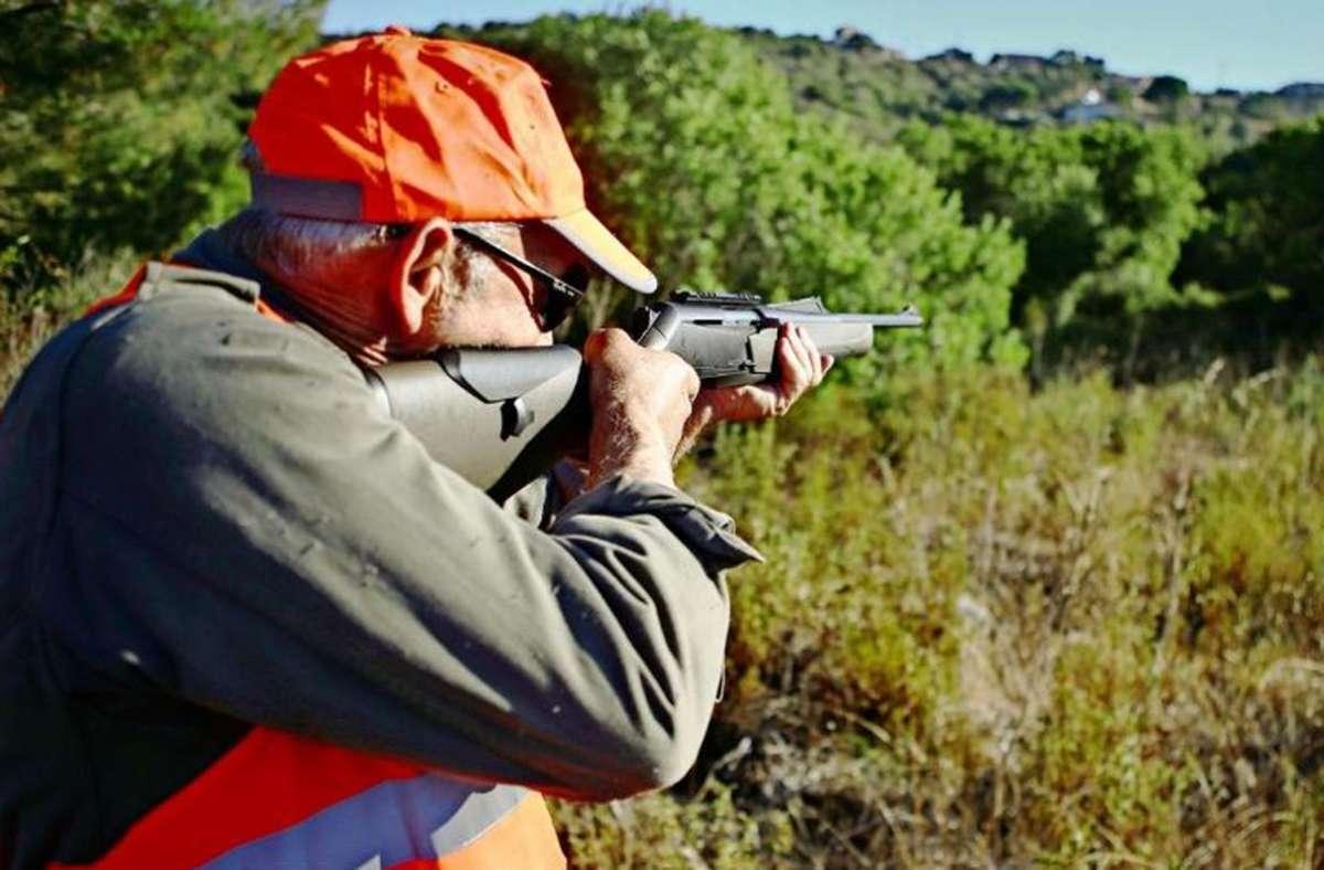 Über eine Million Jäger gibt es in Frankreich – manchen Menschen ist das zu viel. Foto: AFP/Pascal Pochard-Casabianca