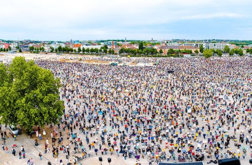 Was Demonstranten in Stuttgart sagen