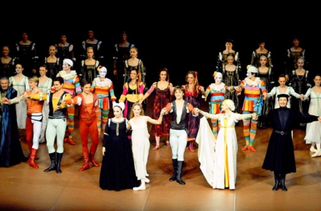 """""""Romeo und Julia"""": die Tänzer beim Schlussapplaus Foto: Stuttgarter Ballett"""