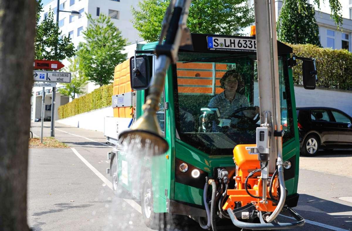 Die Stadt Stuttgart hat neue Gießfahrzeuge angeschafft, um die Stadtbäume besser versorgen zu können. Foto: Lichtgut/Max Kovalenko