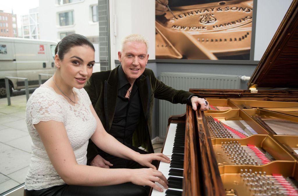 Die Pianistin Olga Scheps spielt Hits von H.P. Baxxter und seiner Band Scooter auf dem Klavier. Foto: dpa