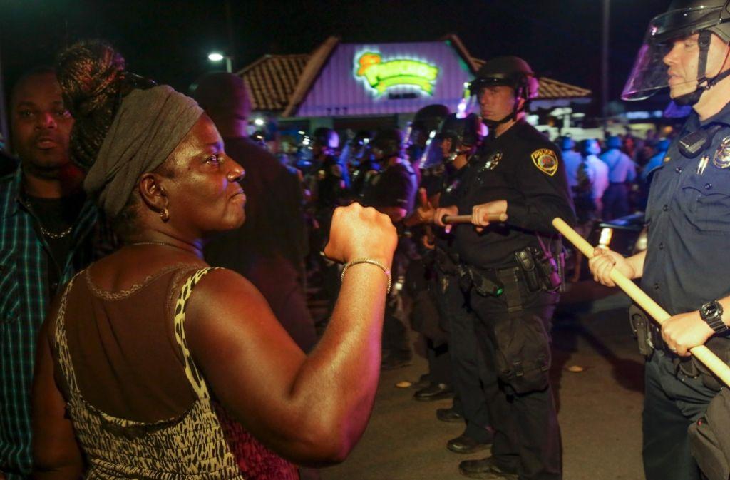 Nach dem tödlichen Zwischenfall in El Cajon protestieren Menschen gegen die Polizei. Foto: AFP