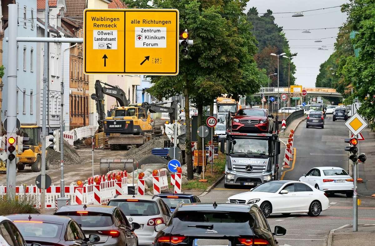 Eng und verwirrend: die Baustelle an der Ludwigsburger Friedrichstraße in Richtung Remseck. Foto: factum/Simon Granville