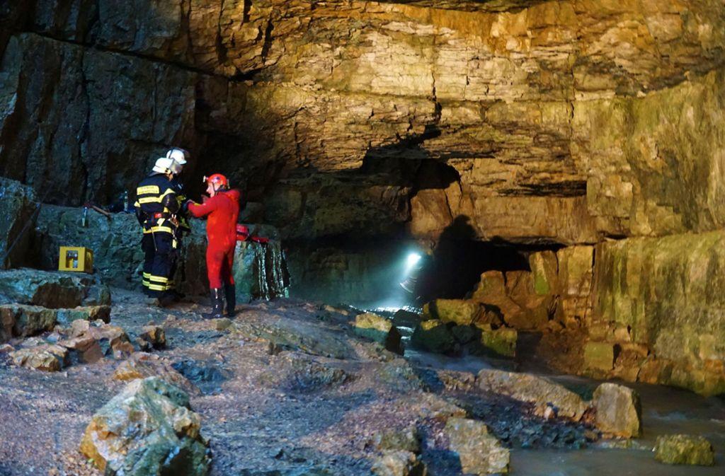 Die Männer saßen vergangenes Jahr etwa 650 Meter vom Höhleneingang entfernt fest und mussten gerettet werden. Foto: picture alliance/dpa/Krytzner