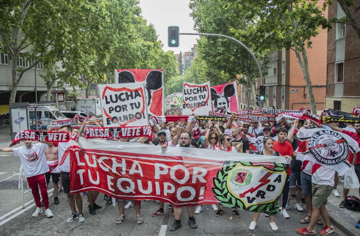Die Spanier gehen gegen ultrarechte Politik auf die Straße Foto: imago//Alberto Sibaja