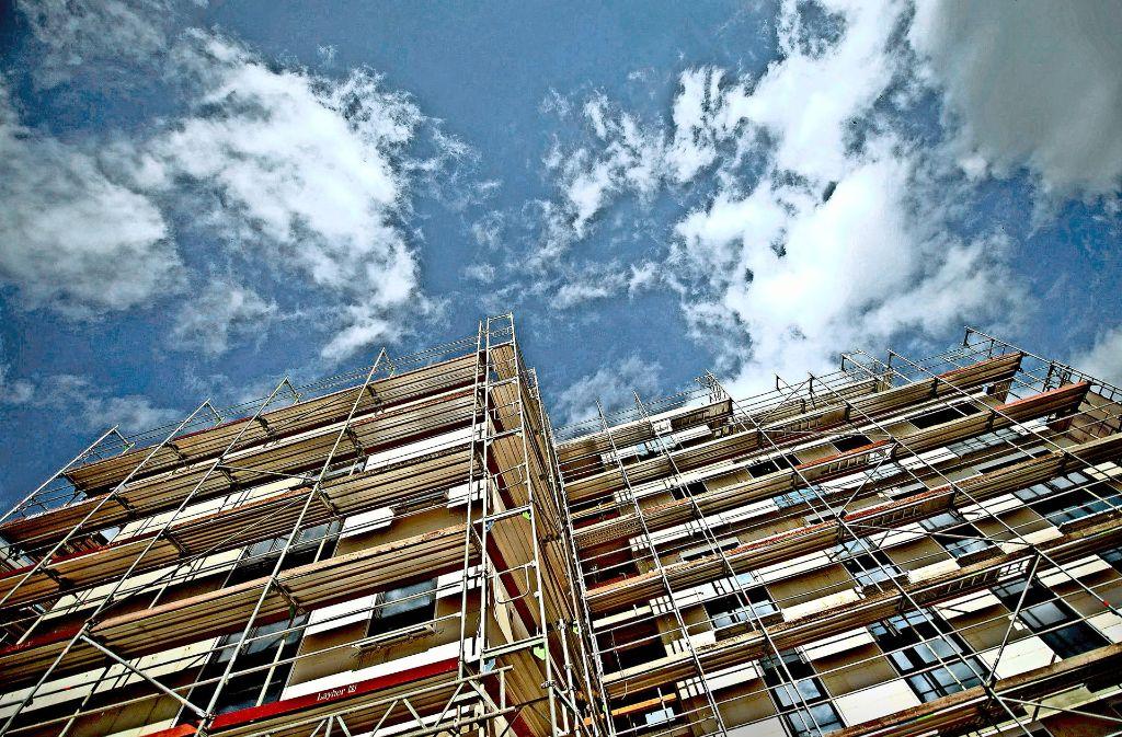 Wohnungsbau wie hier steht beim Stuttgarter Gemeinderat auf der Dringlichkeitsliste weit oben, aber bislang hinkt der Bau   dem wachsenden Bedarf hinterher. Foto: dpa