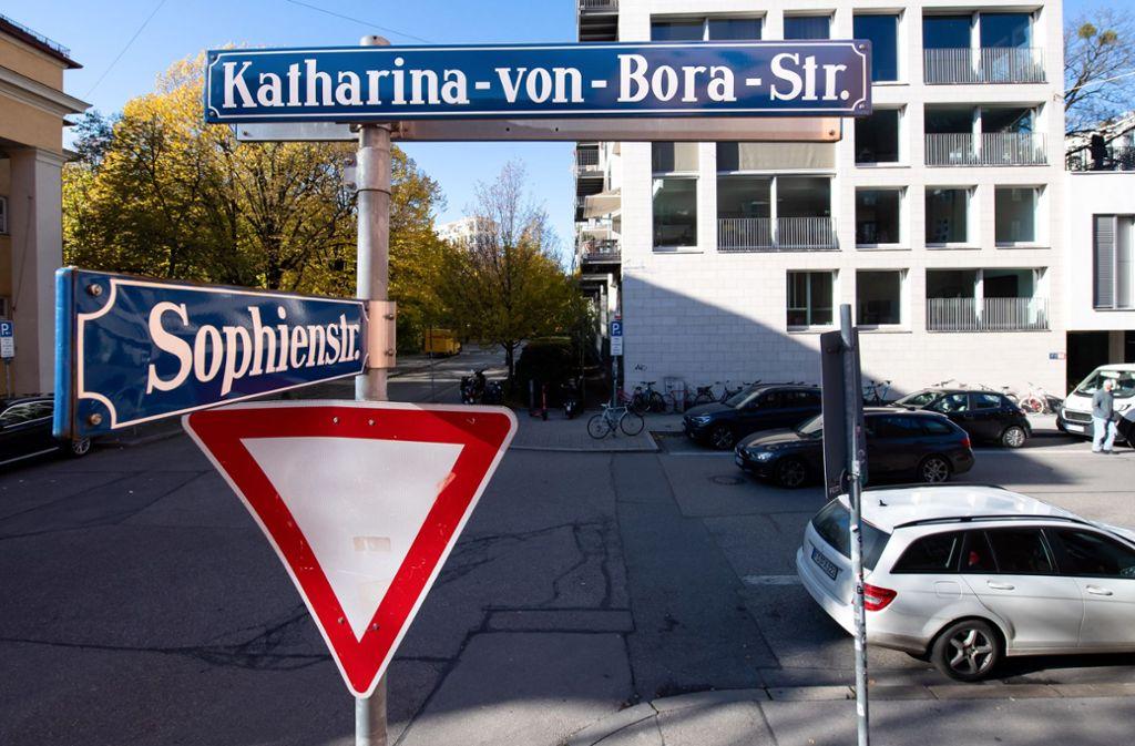 Bundesweit sind wesentlich weniger Straßen und öffentliche Plätze nach Frauen benannt als nach Männern. Foto: dpa/Sven Hoppe