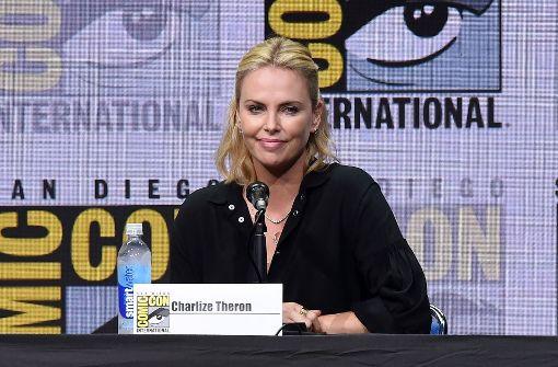 Charlize Theron spricht über den gewaltsamen Tod ihres Vaters