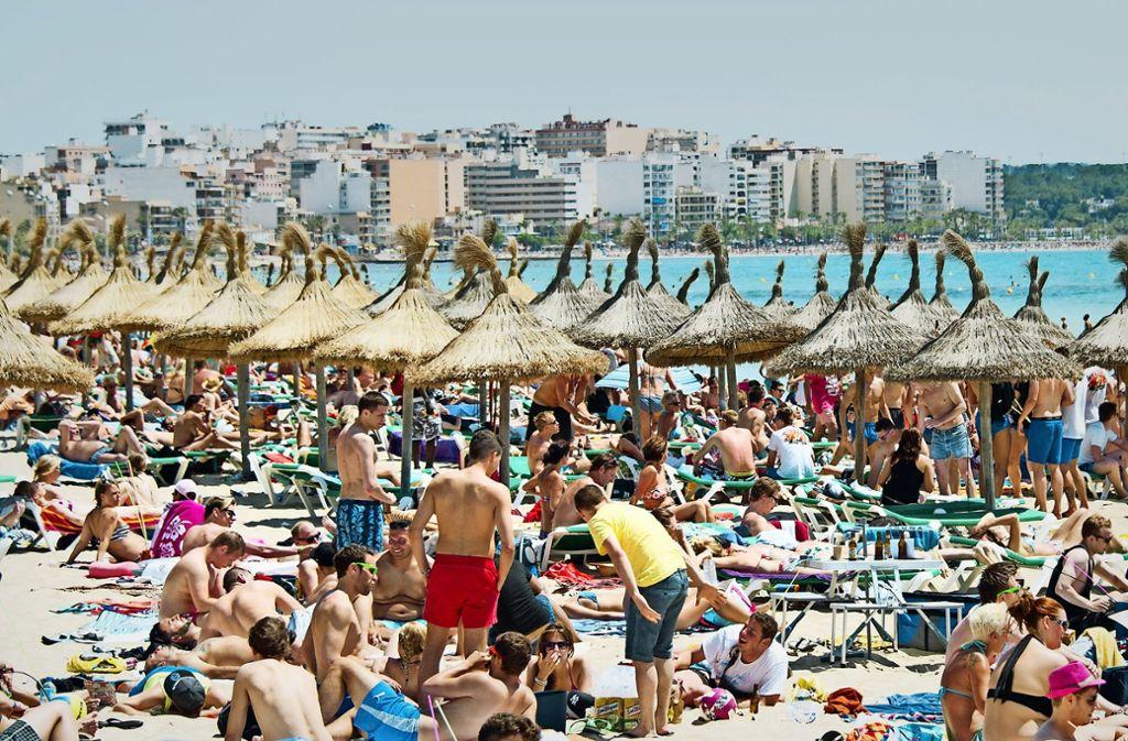 Verreisen kostet viel Geld. Und wenn das baden geht und der heiß ersehnte Sommerurlaub ein Reinfall wird, ist das der Ärger groß. Doch wer ist dafür verantwortlich? Foto: dpa