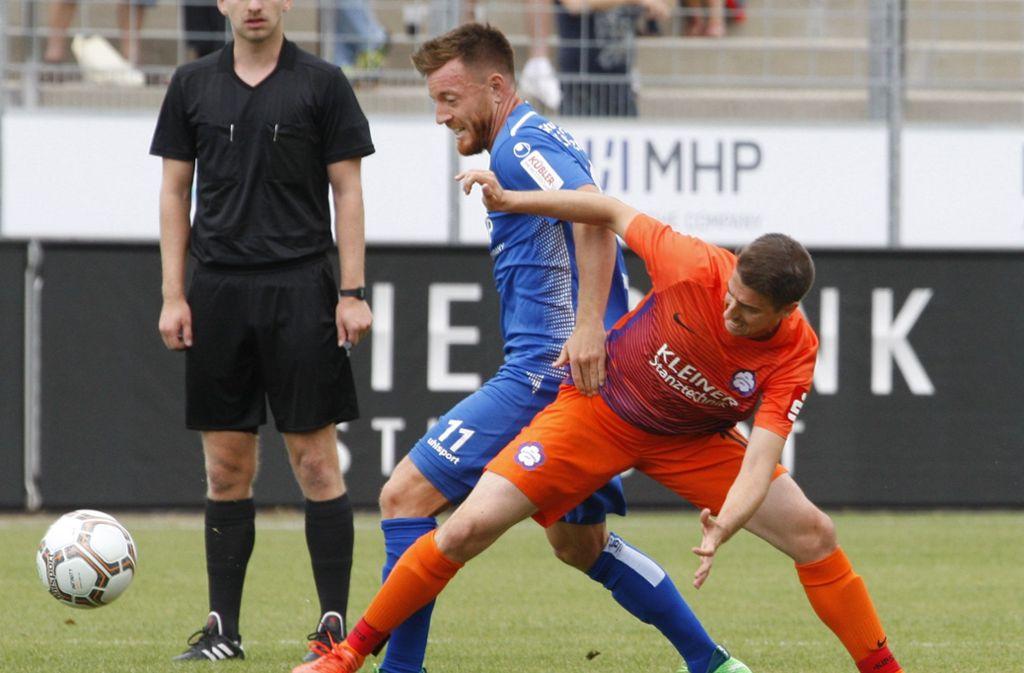 Michael Klauß (hier im Spiel gegen den FC Nöttingen) hatte in Oberachern vor dem gegnerischen Tor kein Glück. Foto: Pressefoto Baumann