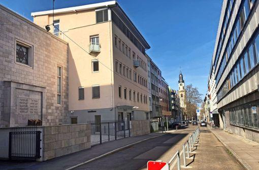 Der Synagogenvorplatz nimmt Konturen an