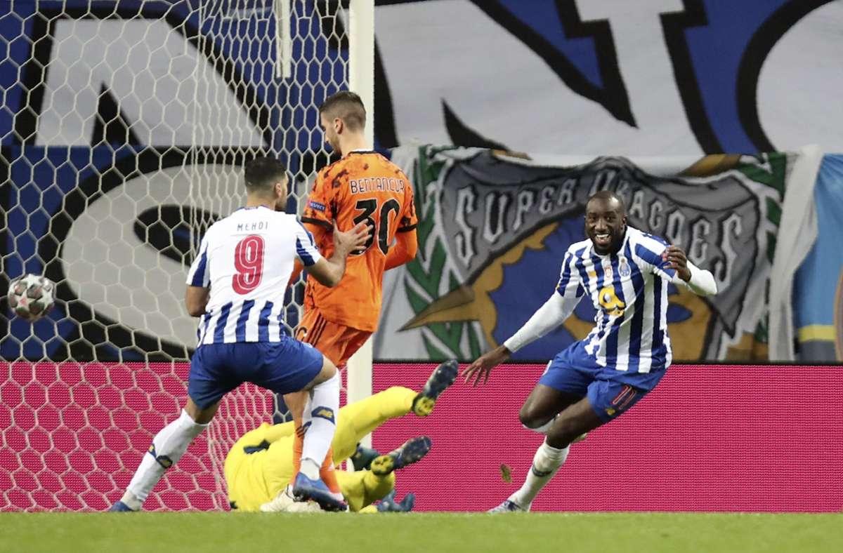 Moussa Marega (rechts) jubelt über das 2:0. Foto: dpa/Luis Vieira