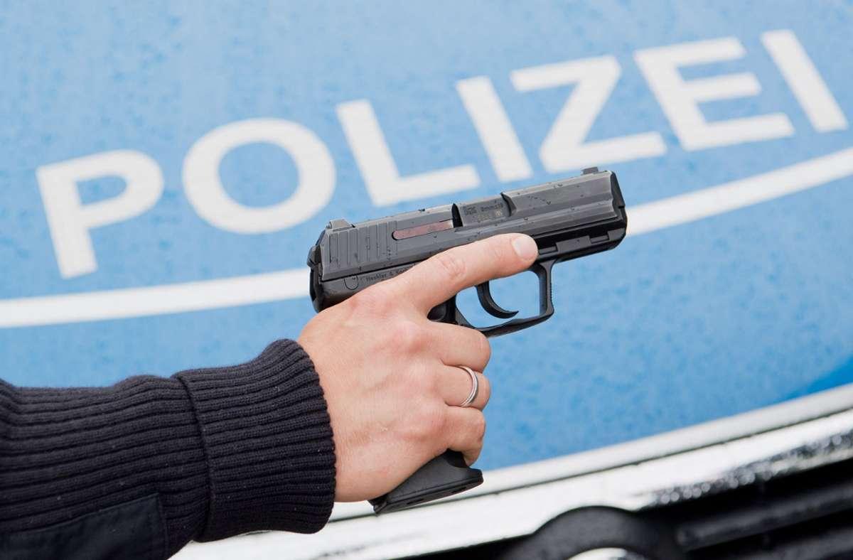 Die Polizisten mussten ihre Schusswaffen ziehen Foto: