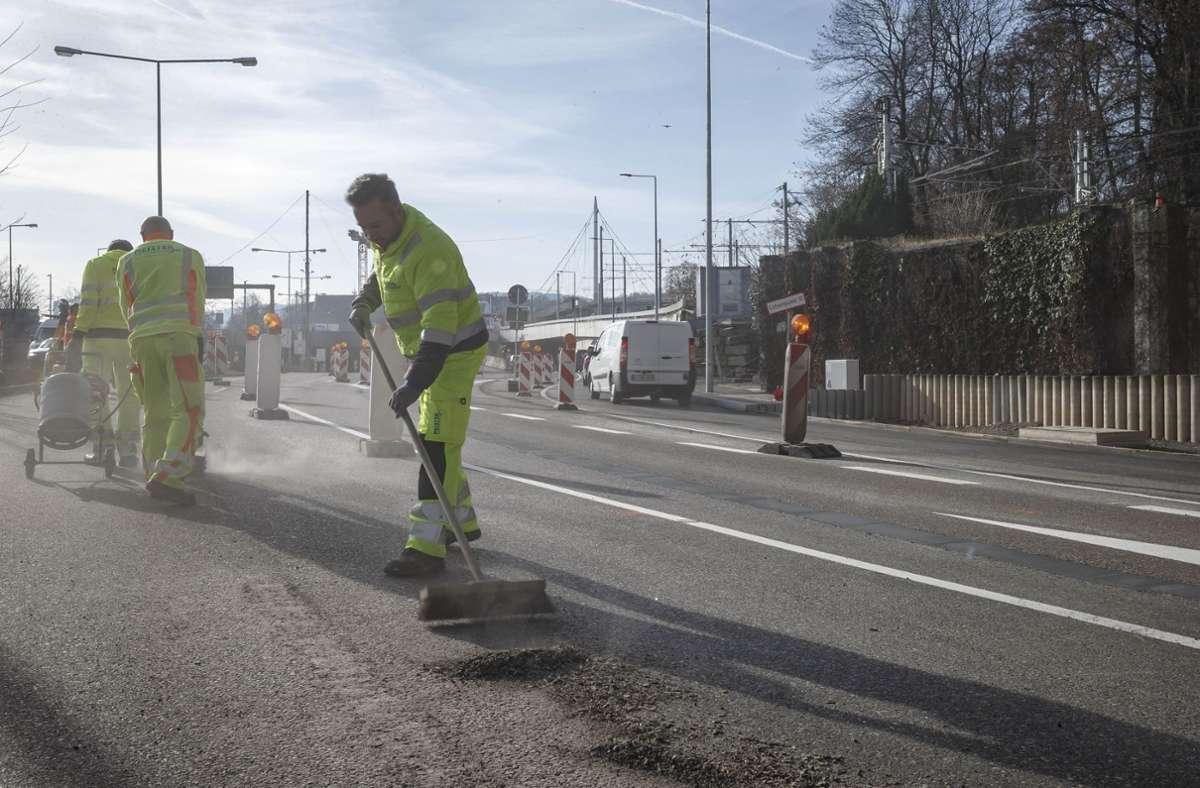 Die  Arbeiter auf den Straßenbaustellen geben Vollgas – das gilt nun vor allem in der Sommerferienzeit. Foto: Lichtgut/Julian Rettig