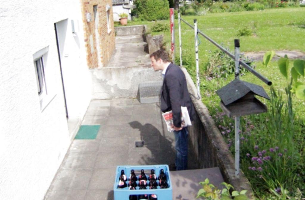 Haustürwahlkampf, das heißt Warten vor fremder Leute Hauseingang. Die folgende Bilderstrecke zeigt den SPD-Spitzenkandidaten Martin Körner auf Wahlkampftour durch Stuttgart-Neuwirtshaus. Foto: Jan Georg Plavec