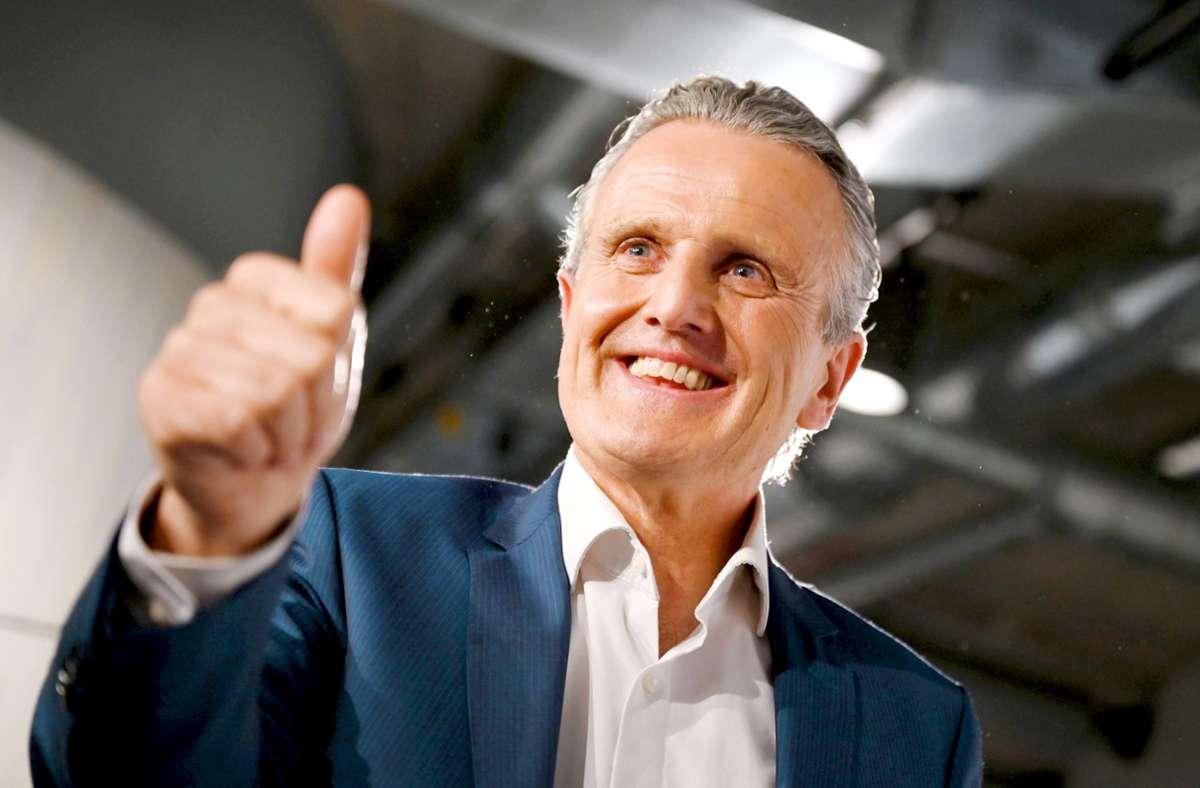 """Der strahlende Wahlsieger Frank Nopper will """"ein OB für alle sein"""". Sein Erfolg sei für Stuttgart ein Zeichen des Aufbruchs. Foto: dpa/Marijan Murat"""