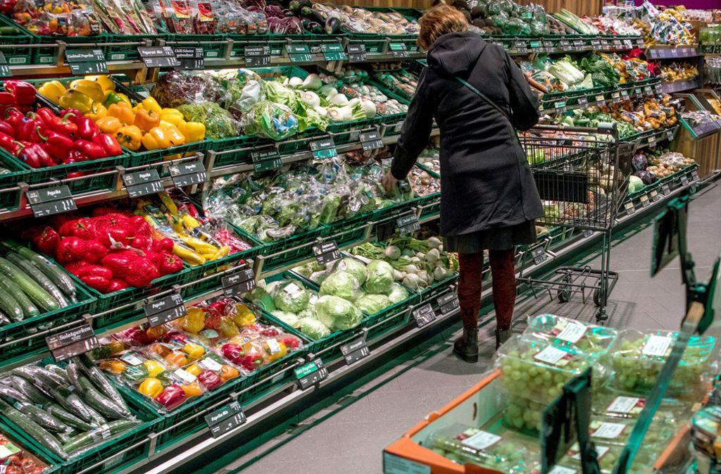 Viele Lebensmittel werden bereits weggeschmissen, bevor sie in den Handel kommen. (Symbolbild) Foto: dpa/Jens Büttner