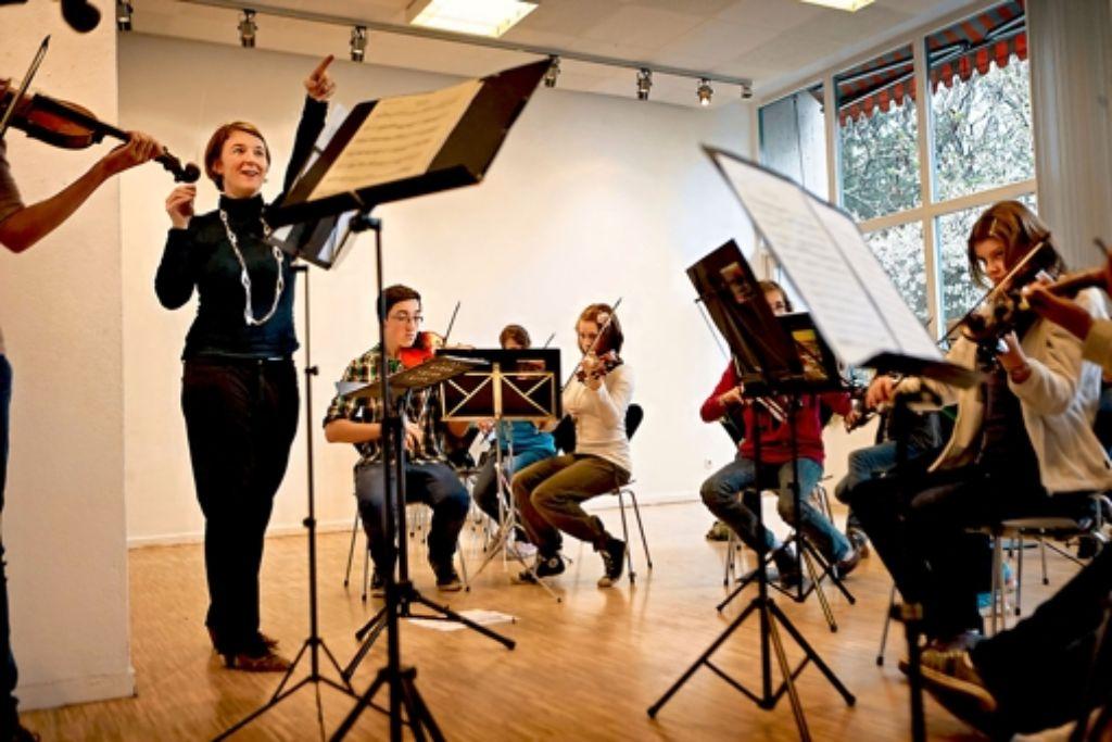Steffi Bade-Bräunings Begeisterung springt auf die jungen Musiker über. Foto: Heinz Heiss