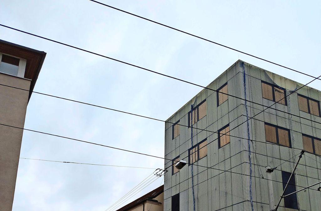 Das  Gebäude, indem  früher die Postfiliale war,  steht jetzt leer. Foto: Kathrin Wesely