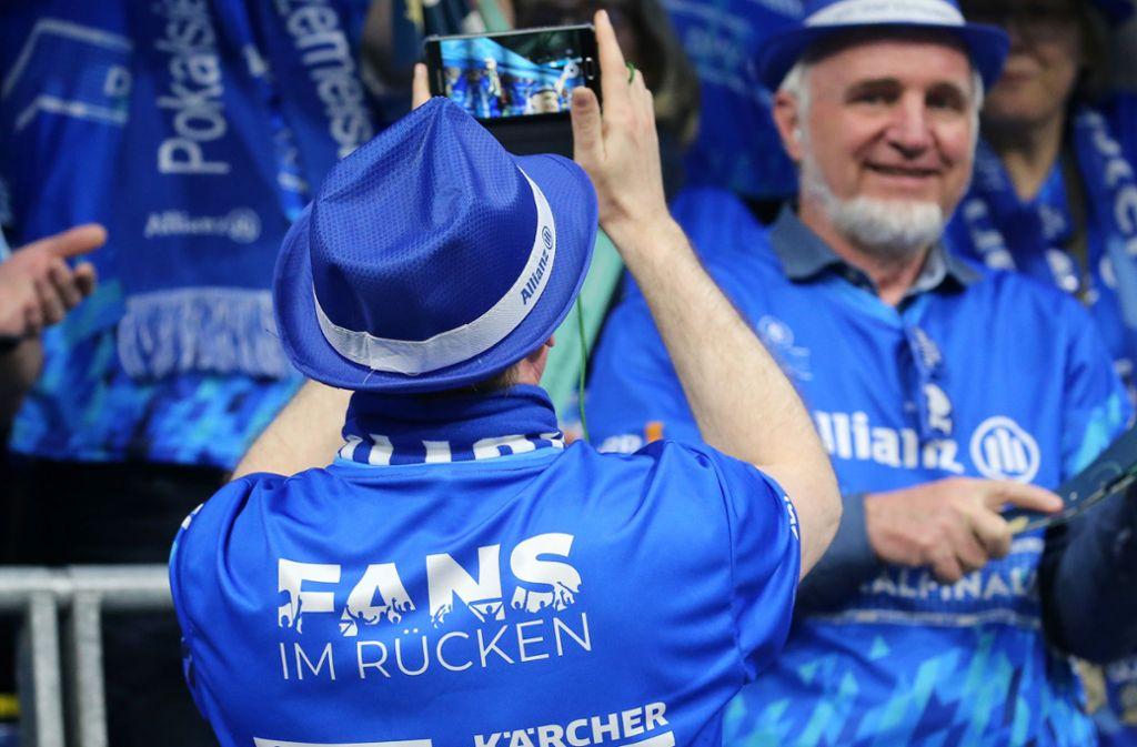 Die Fans im Rücken: Gegen die Auswirkungen der Coronakrise setzt man beim Stuttgarter Volleyball-Bundesligist auch auf die Hilfsbereitschaft der Fans. Foto: Baumann