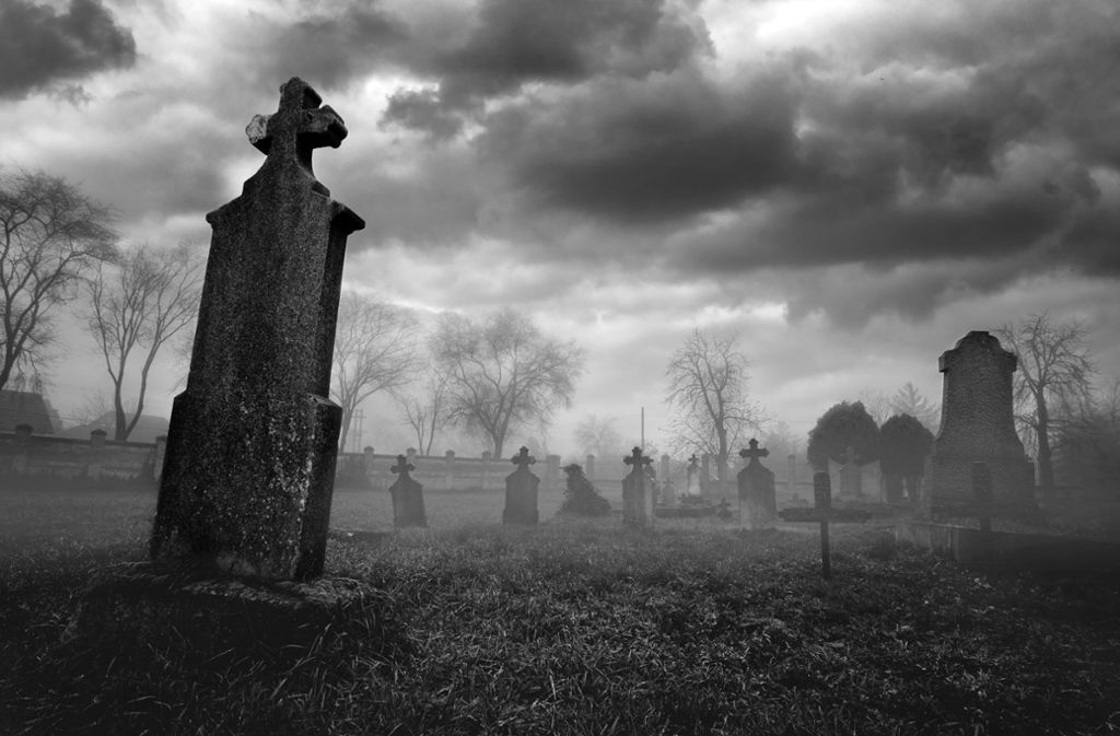 Jenseits von Schauerromantik und makabrer Fantasie entdecken zeitgenössische Autoren den Friedhof als Handlungsraum. Foto: Adobe Stock