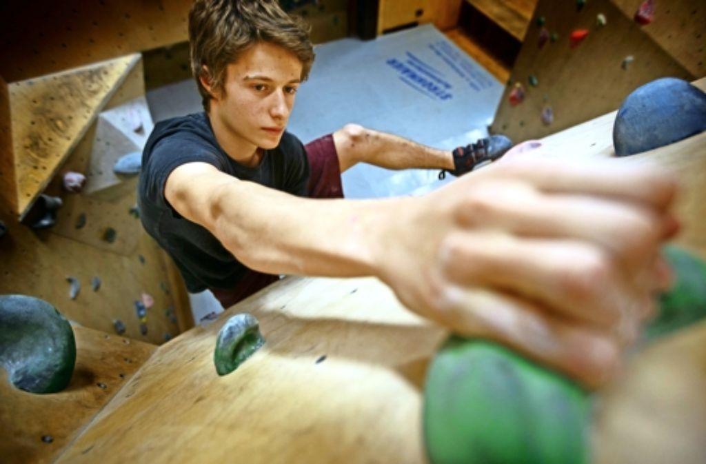 In der elterlichen Kletterhalle in Korb findet Kim Marschner perfekte Bedingungen. Fleißig muss er Foto: Gottfried Stoppel