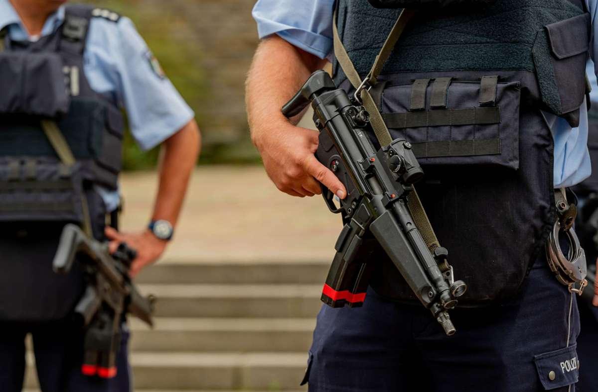 Nach dem Polizeieinsatz an der Synagoge in Hagen hat es mehrere Festnahmen gegeben. Foto: dpa/Markus Klümper