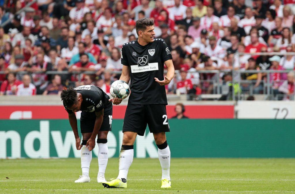 Nach   muskulären Beschwerden wird VfB-Stürmer Mario Gomez (rechts) im Spiel gegen den VfL Bochum wohl von Beginn an für die Stuttgarter auflaufen. Foto: Baumann