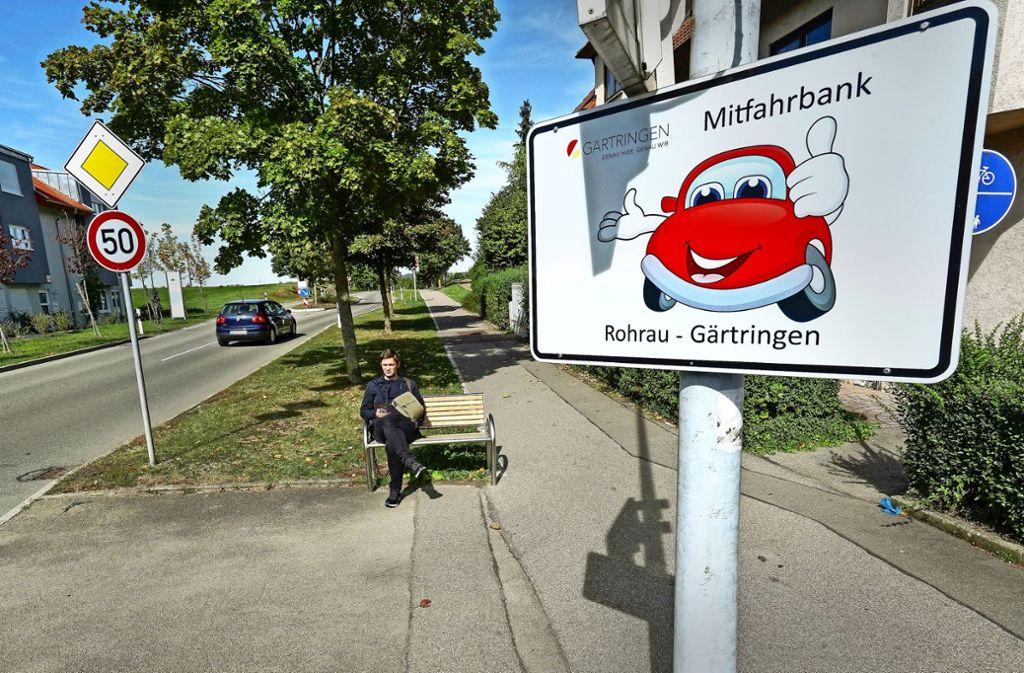 Ein Schild signalisiert: Hier will jemand mitfahren. Foto: factum/Jürgen Bach