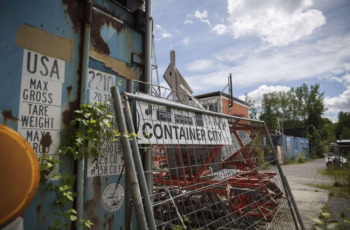 Das als Ausweichquartier während der Sanierung der Wagenhallen gedachte  Containerdorf wird nicht bleiben können. Derzeit sucht die Stadtverwaltung nach Alternativen, um den Künstlern eine neue Bleibe zur Verfügung zu stellen. Foto: Lichtgut/Julian Rettig
