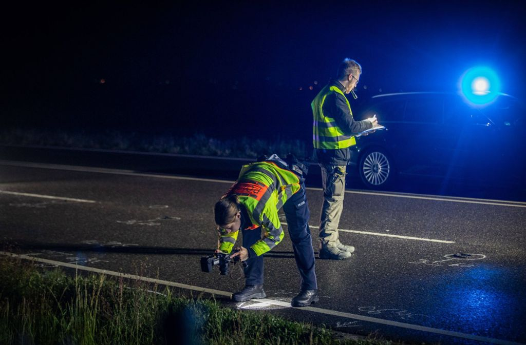 Die Polizei untersucht die Unfallstelle. Foto: 7aktuell.de/Simon Adomat