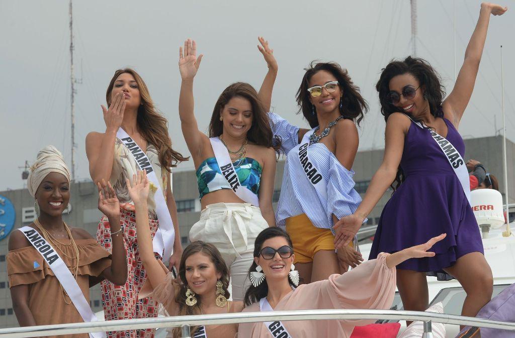 Haben sichtlich Spaß auf der Luxus-Jacht: die Teilnehmerinnen zur Miss Universe Wahl in Manila. Foto: AFP