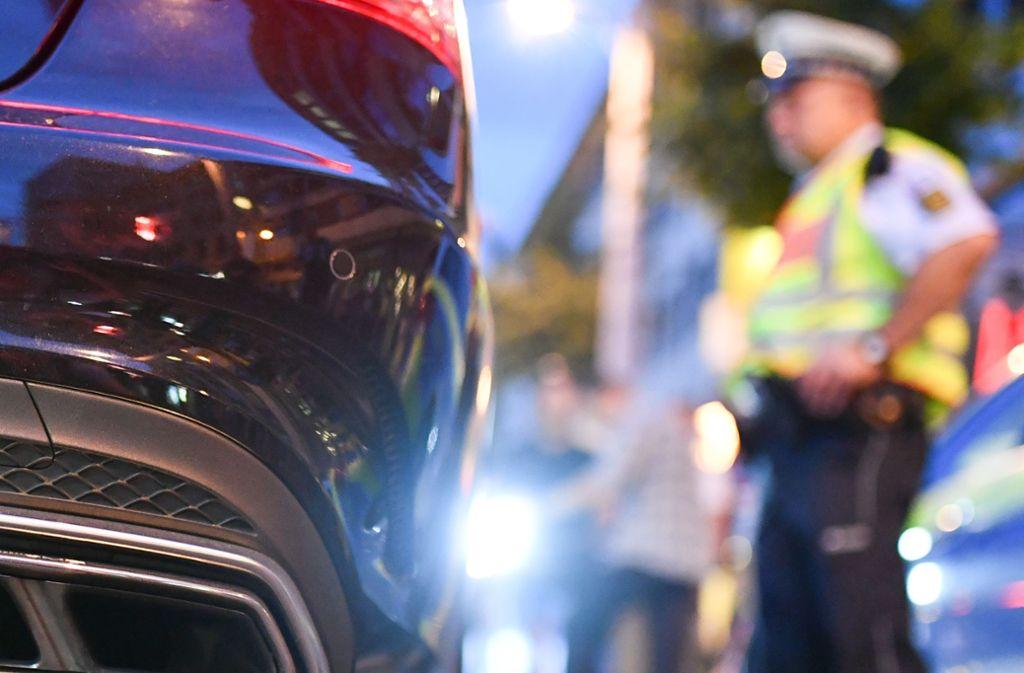 Die beiden Raser mussten nach dem Rennen in Bochum ihre Führerscheine abgeben (Symbolbild). Foto: dpa