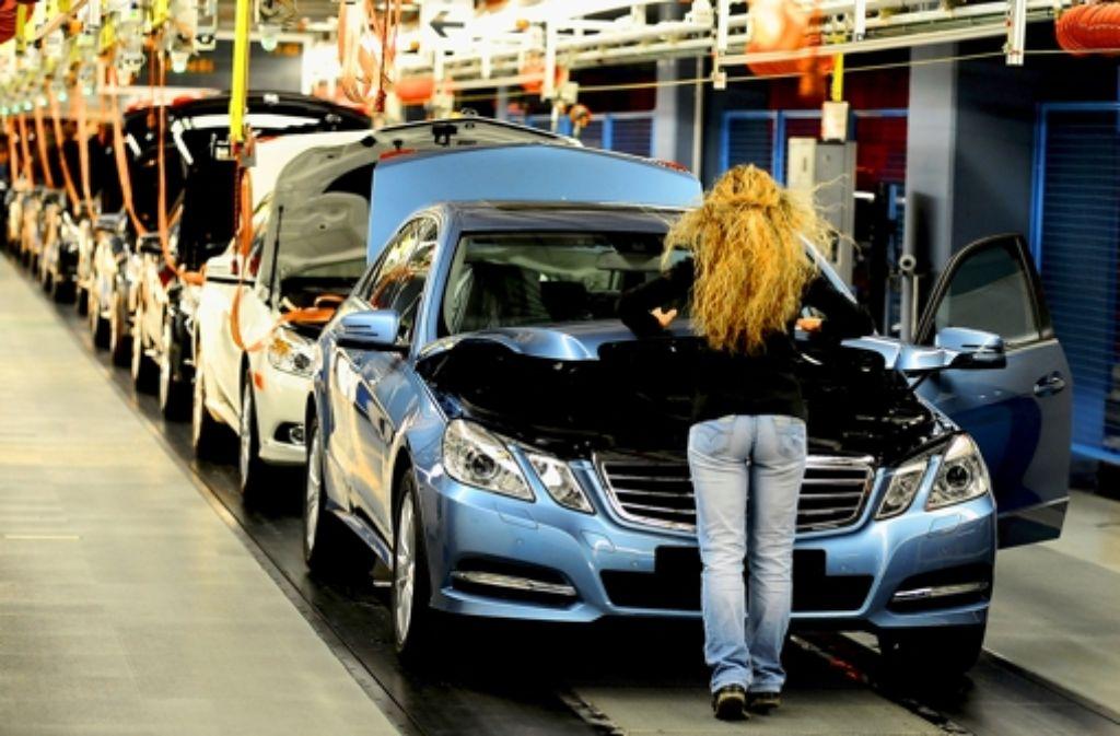 Daimler vergibt 4500 Ferienstellen an Schüler und Studenten. Foto: dpa