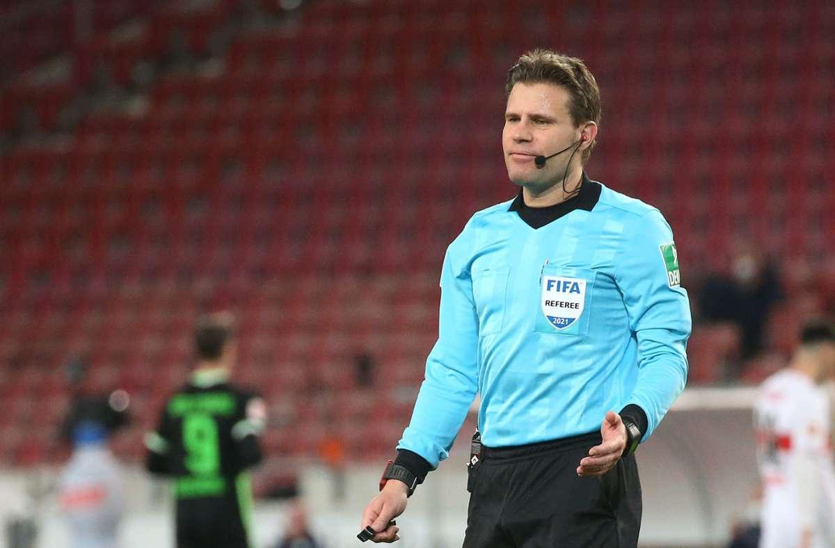 Schiedsrichter Felix Brych beim Spiel des VfB Stuttgart gegen den VfL Wolfsburg Foto: Pressefoto Baumann