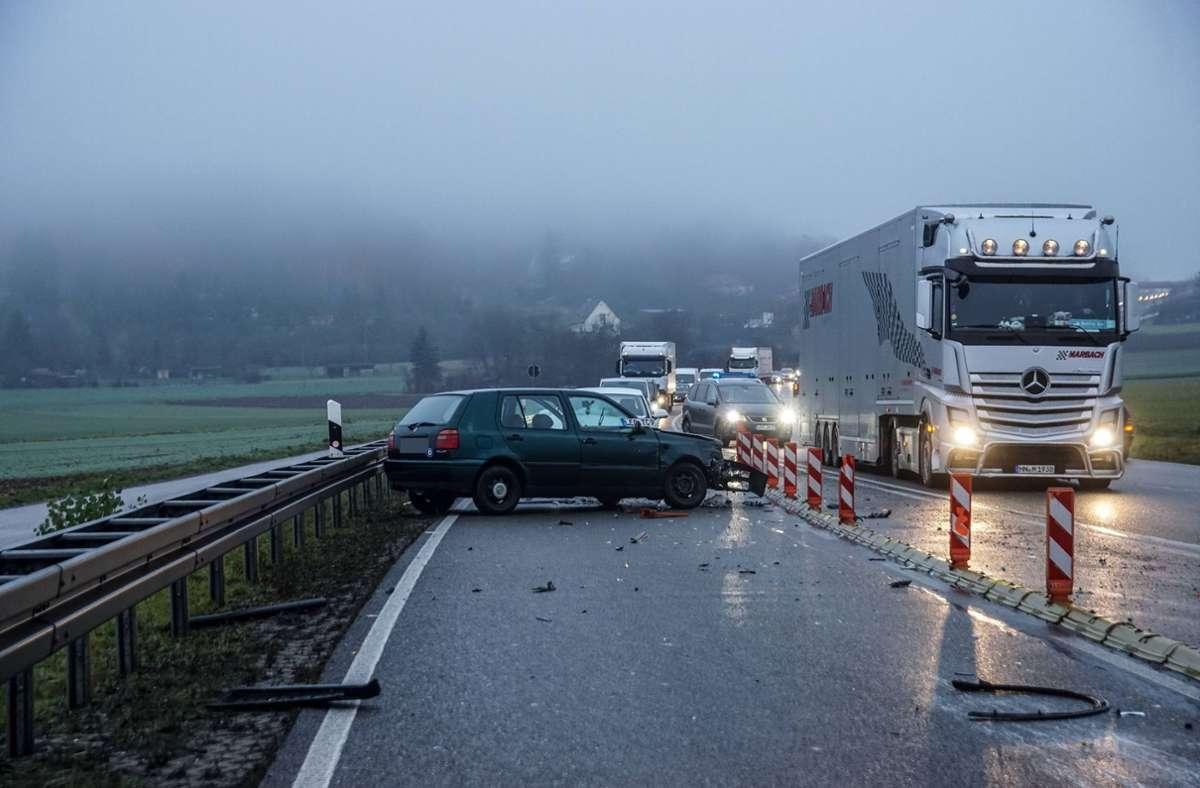 In Renningen (Kreis Böblingen) kam es am Mittwochmorgen zu einem Unfall mit vier Fahrzeugen. Foto: SDMG/SDMG / Dettenmeyer