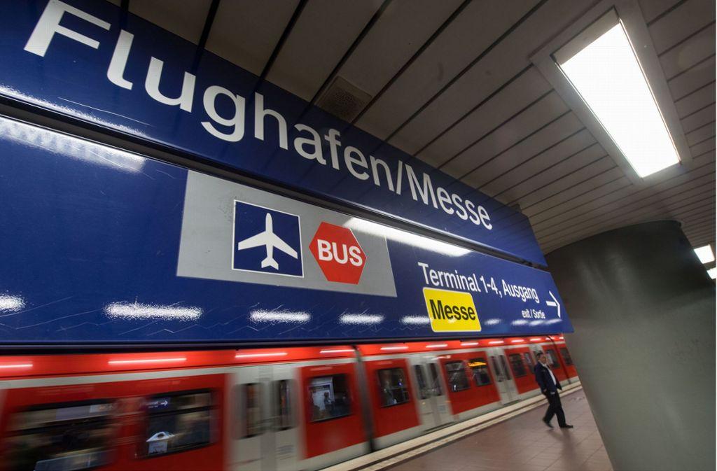 Von Dezember 2018 an fahren die S-Bahnen schon so früh zum Flughafen, dass es für die ersten Passagiermaschinen gegen 6 Uhr reicht. Foto: dpa