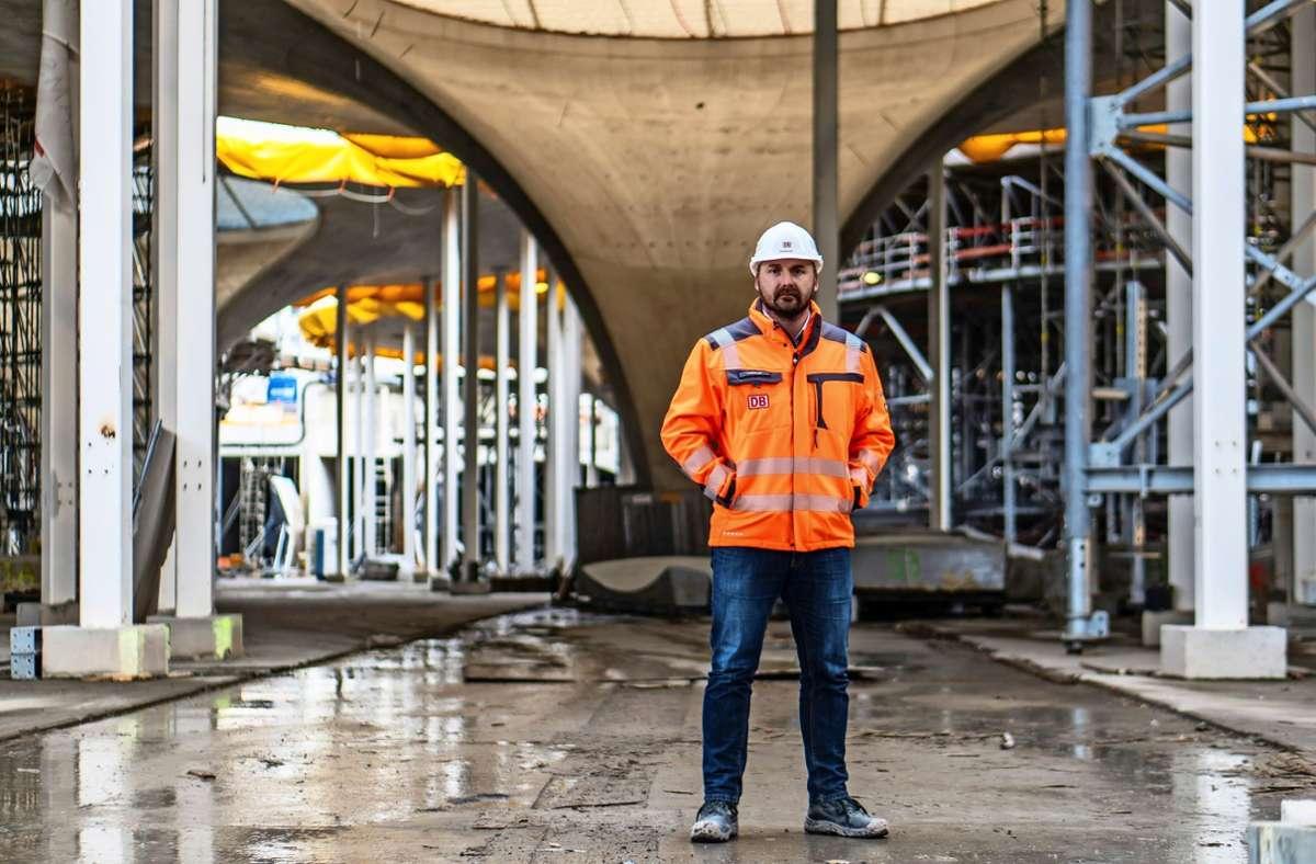 Marko Leskovar bei der Arbeit: Der kaufmännische Leiter des Bahnprojekts Stuttgart-Ulm möchte Ende 2025 die ersten Züge in den Hauptbahnhof einfahren sehen. Foto: Privat