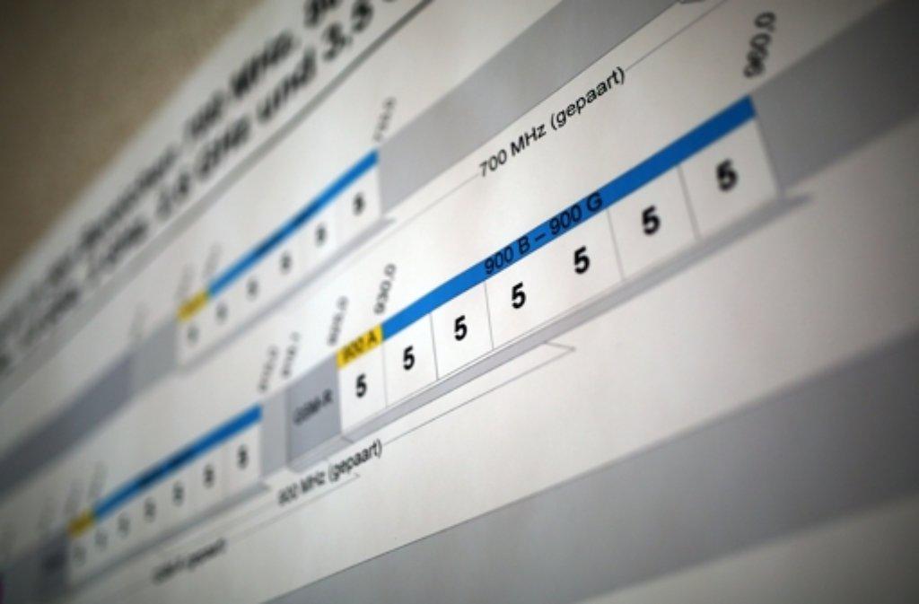 Die Mobilfunkfrequenzen für schnelles Internet sind für knapp 5,1 Milliarden Euro über den Tisch gegangen. Foto: dpa