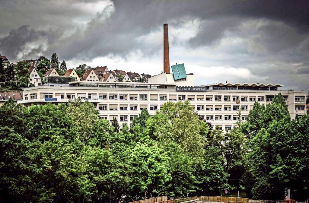 Erst viele Jahrzehnte Krankenhaus, jetzt Notunterkunft für Flüchtlinge.  Schon bald sollen in dem ehemaligen Bettenhaus 120 Wohnungen entstehen. Foto: Lichtgut/Leif Piechowski