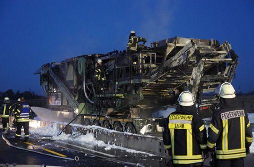 A5 nach Brand eines Schwertransports gesperrt
