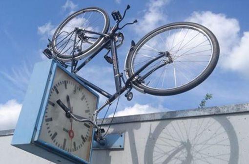 Polizei entdeckt Fahrrad an ungewöhnlicher Fundstelle