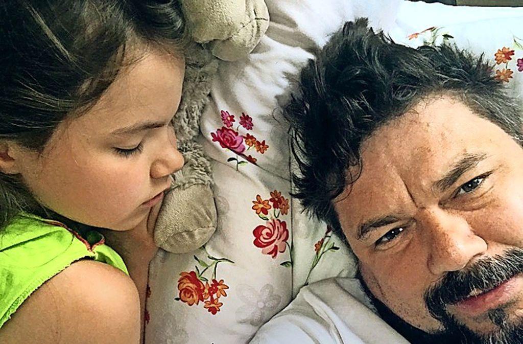 Vater Thomas Karzelek mit seiner Tochter Lara. Foto: privat