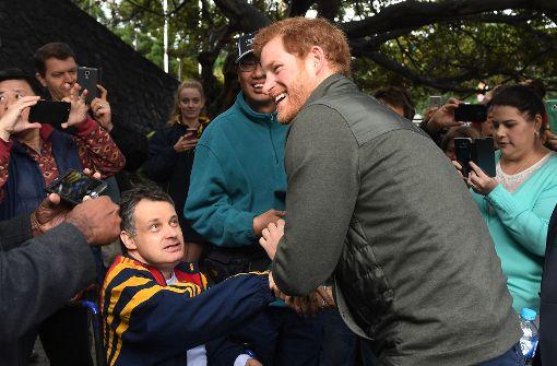 Prinz Harry trifft kriegsversehrte Schwimmer